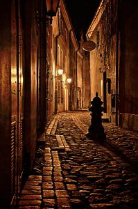 old-city-street-in-the-night-gynt-